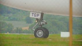 Gänge des widebody Flugzeuges stock video footage