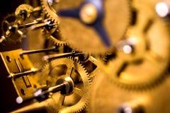Gänge oder Zähne in ein mechanisch Uhrwerk stockfotografie