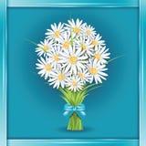 Gänseblümchenblumenblumenstrauß auf der Grußkarte Stockfotos