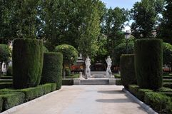 Gärten Plaza de Oriente Central mit Monument zu Philip IV gelegen zwischen Royal Palace und dem königlichen Theater in Madrid Lizenzfreies Stockbild