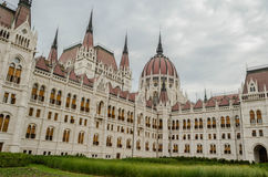 Gärten um Parlaments-Gebäude, Budapest, Ungarn Stockfotografie