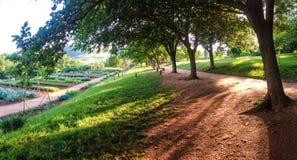 Gärten und Bahn Stockfoto