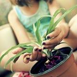 Gärtner des kleinen Mädchens Stockbilder