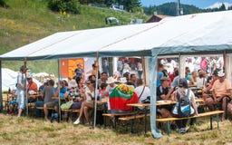 Gäster på den Rozhen festivalen 2015 lökformig arkivfoton