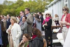 Gäster som deltas i för De Beers Diamond Jewellers Royal Charity Royaltyfri Bild