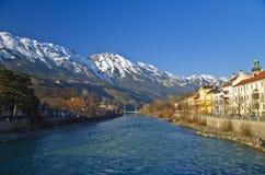 Gästgivargårdflod och stad på Innsbruck royaltyfria bilder