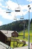 Gästhus och cablewayen till det Bukovel berget ukraine Arkivbilder
