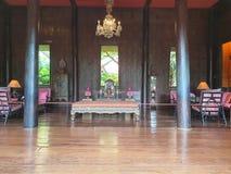 Gästrum på Jims Thompsons museumuppehållet royaltyfri bild