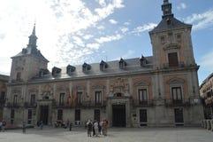 Główna fasada Lokalizować w willa kwadracie Dataded w Fifteenth wieku Madryt urząd miasta Jest Średniowiecznym stylem Architektur obrazy stock