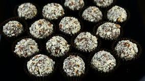 Gładzi zoom za dużej grupie czekoladowi cukierki przy zbiory
