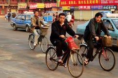 Gå att arbeta, Kaifeng, Kina royaltyfria bilder