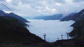 Gå av bergen av den Elbrus regionen stock video