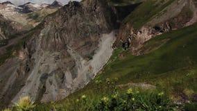 Gå av bergen av den Elbrus regionen arkivfilmer