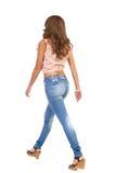 Gå bakre sikt för kvinnasida royaltyfri foto