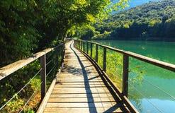 Gå banan nära sjön Toblino Royaltyfri Foto