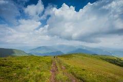 Gå bergen Arkivfoto