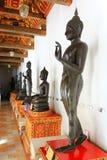Gå Buddha Arkivbild