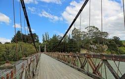 Gå den Clifden upphängningbron Arkivbild