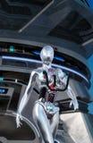 Gå för Android kvinnligt robot Royaltyfria Bilder