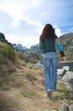 Gå för jeanskvinna Royaltyfria Bilder