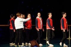 Gå för Pekingdans för bräde som den årliga akademin graderar för barn` s för prov den utstående utställningen Jiangxi för prestat Royaltyfria Foton