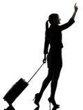 Gå för resande för affärskvinna   välkomnande kontur royaltyfria foton