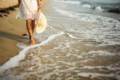 gå för strand royaltyfri bild