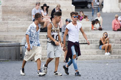 Gå för tre ungt pojkar Royaltyfri Bild