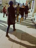 Gå folk på den Nevsky avenyn Royaltyfri Bild