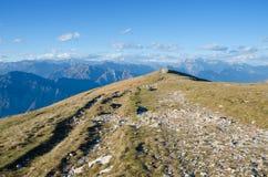 Gå från Monte Baldo, Italien Royaltyfri Foto