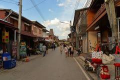 Gå gatamarknaden, Chiang Khan royaltyfri foto