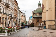 Gå gatan i den gamla staden Royaltyfri Fotografi