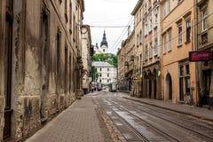 Gå gatan i den gamla staden Arkivfoto
