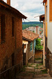 Gå gatan i gammal stad av Veliko Tarnovo Royaltyfri Foto