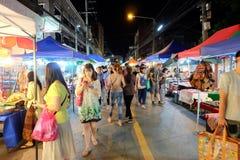 Gå gatan varje lördagkväll i Chiang Mai Royaltyfri Fotografi