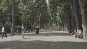 Gå gränden i botanisk trädgård i Paris lager videofilmer
