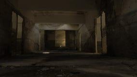 Gå i den övergav byggnaden i Tskaltubo, Georgia lager videofilmer
