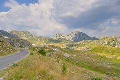 Gå i Durmitoren, Montenegro royaltyfria foton