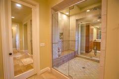 Gå i dusch i herrgård med det varma tornet och belysning i San Diego California Fotografering för Bildbyråer