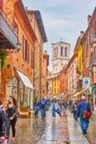 Gå i gamla Ferrara, Italien arkivfoto
