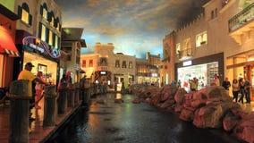 Gå i Las Vegas vägg för gator för tegelstenstadsflicka Kommersiellt och privat byggande Arkivfoton