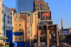 Gå i Las Vegas vägg för gator för tegelstenstadsflicka Kommersiellt och privat byggande Royaltyfri Foto