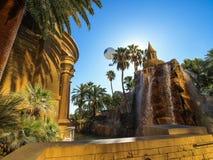 Gå i Las Vegas vägg för gator för tegelstenstadsflicka Kommersiellt och privat byggande Arkivbild