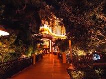 Gå i Las Vegas vägg för gator för tegelstenstadsflicka Kommersiellt och privat byggande Royaltyfria Foton