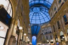 Gå i Milan Gallery på jul royaltyfri foto