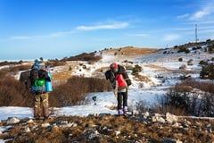 Gå i snön 5 fotografering för bildbyråer