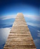 gå långt trä Arkivfoto