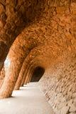 Gå långt vid Antoni Gaudi i parken Guell Fotografering för Bildbyråer