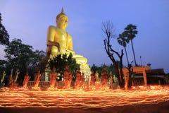 Gå med tända stearinljus Fotografering för Bildbyråer
