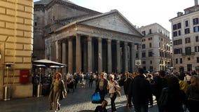 Gå in mot panteon i Rome, Italien arkivfilmer